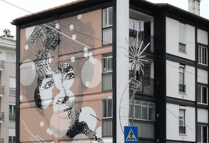mural pintado em prédio